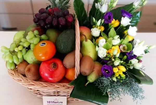 Cosuri Cu Fructe Si Cadouri Dulci Pentru Aniversari.
